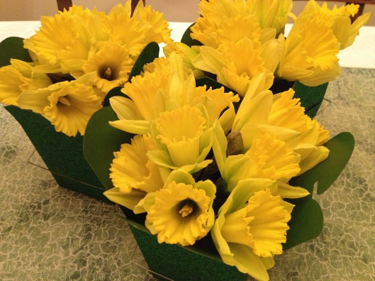 DIY St. Patrick's Day Centerpiece - Daffodils
