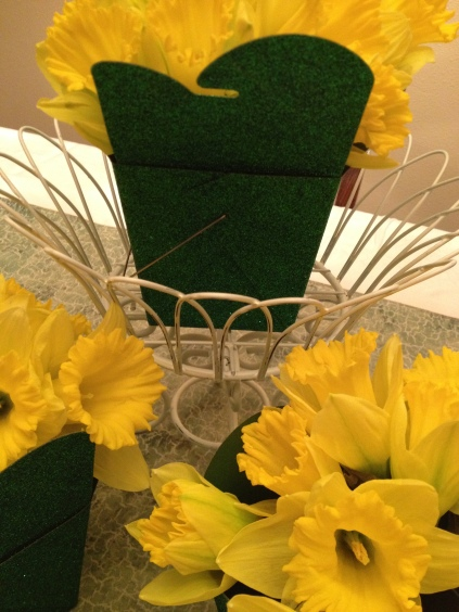 DIY Spring Daffoldil Centerpiece