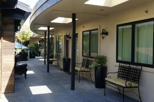 Hotel Ballard Courtyard