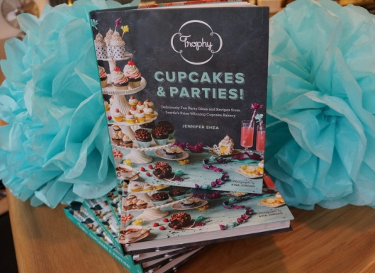 Trophy Cupcakes & Parties Book